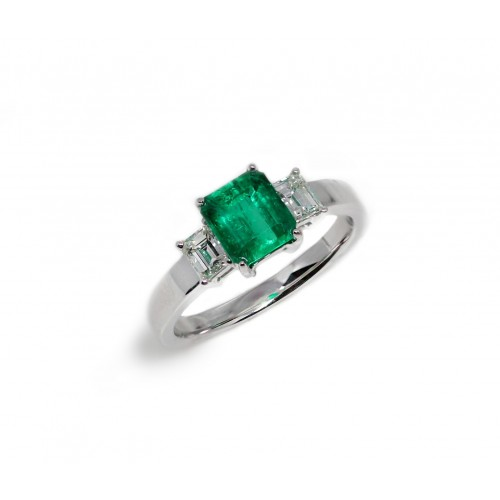 Radiant Cut Emerald Diamond Ring (750 White Gold)