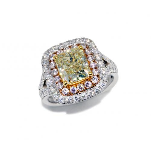 Fancy Coloured Diamond Ring (750 White Gold)